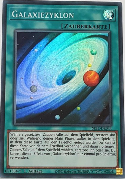Galaxiezyklon SESL-DE044 ist in Super Rare Yu-Gi-Oh Karte aus Secret Slayers 1.Auflage