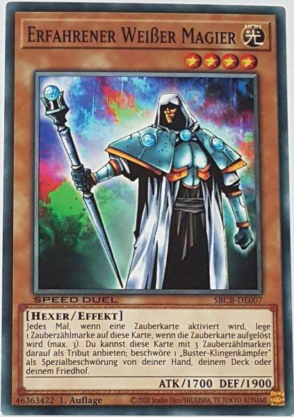 Erfahrener Weißer Magier SBCB-DE007 ist in Common Yu-Gi-Oh Karte aus Speed Duel Battle City Box 1. Auflage