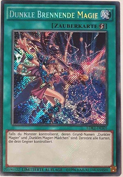 Dunkle Brennende Magie LDK2-DES05 ist in Secret Rare Yu-Gi-Oh Karte aus Legendary Decks 2 Limitierte Auflage
